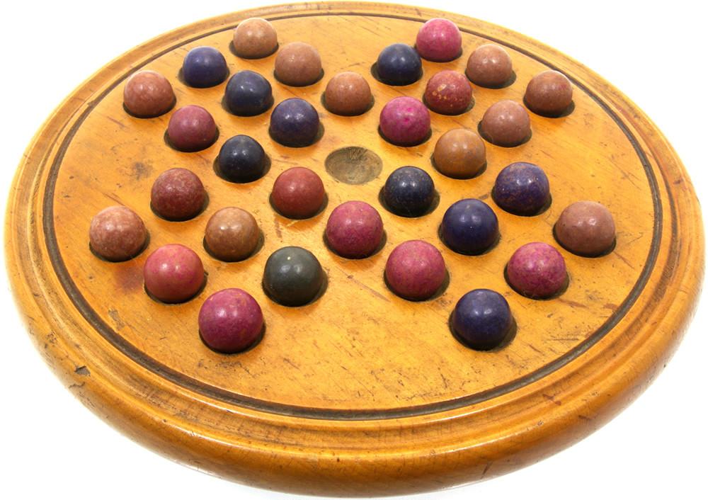 Small treen solitaire board