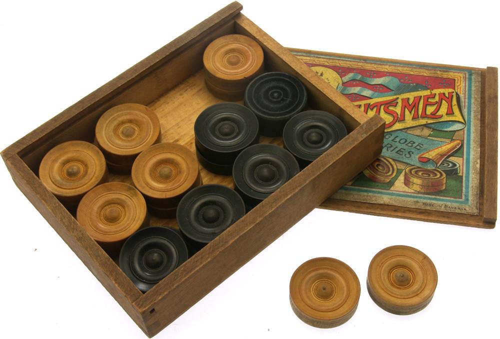 Boxed hardwood draughtsmen